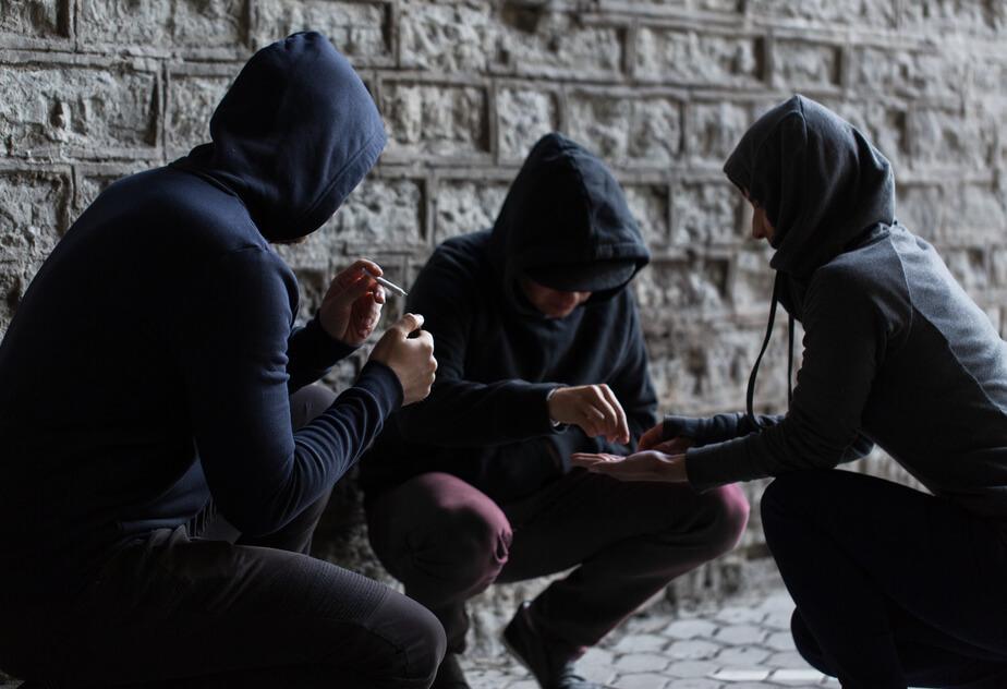 Kocak Hukuk | Uyuşturucu Veya Uyarıcı Madde Kullanılması Kolaylaştırma Suçu