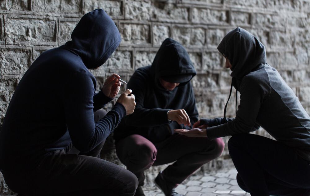 Koçak Hukuk | Uyuşturucu Veya Uyarıcı Madde Kullanılması Kolaylaştırma Suçu