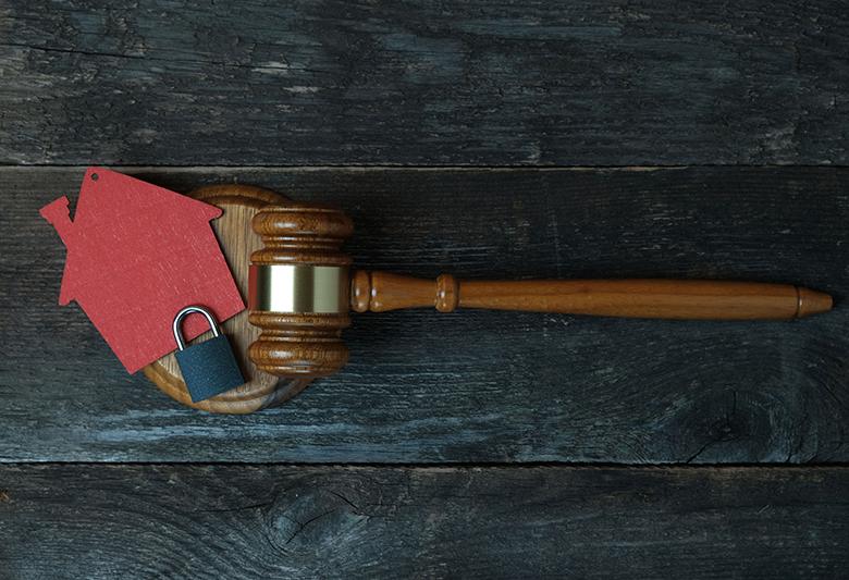 Koçak Hukuk | CORONAVİRÜS TEDBİRLERİ SEBEBİ İLE  İŞYERİ KİRALARININ MAHKEME  KARARI İLE İNDİRİLMESİ TALEP EDİLEBİLİR