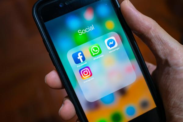 Koçak Hukuk | Telefon Görüşmelerini Smsleri yada Whatsapp Mesajlarını Haklı Bir Sebeple Yayınlamak Suç mu?